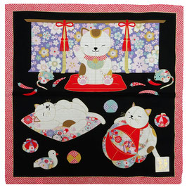 """Furoshiki """"Petite scène de vie chez les Maneki-neko"""""""
