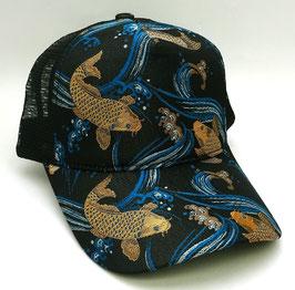 Casquette Carpes brodées de fils d'or et Vagues (bleu turquoise) sur fond noir (avec filet polyester)