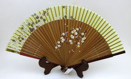Eventail en soie et bambou Bourgeons et Pétales de Sakura (sur fond vert), bords rouge foncé