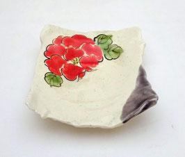 Petite assiette carrée, Fleur rouge
