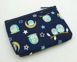 Petite pochette Chouettes et Lunes sur fond bleu nuit