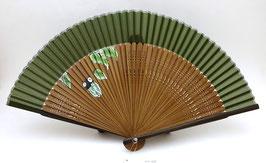 Eventail en soie et bambou Cigale sur fond vert kaki