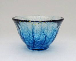 Coupe à saké verre et poudre d'or (bleu)