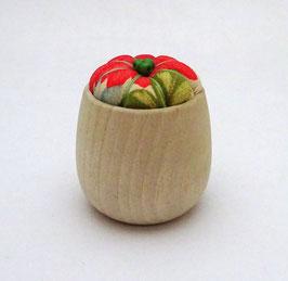 Coussinet à aiguilles, tissu chirimen et bois naturel (dominante orange foncé)