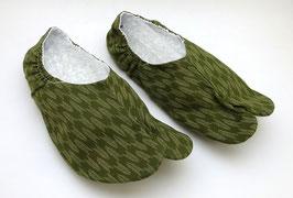 Chaussons Tabi motif Yabane sur fond vert