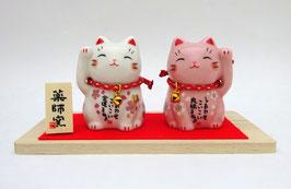 Couple de Maneki Neko et leur socle en bois