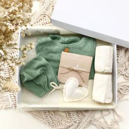 Dein erstes Babyoutfit / Babyphotobox / Pistazie