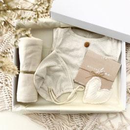 Dein erstes Babyoutfit / Babyphotobox / Creme