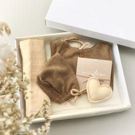 Dein erstes Babyoutfit / Babyphotobox / Schlamm