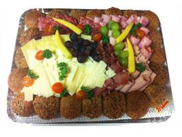 Partyplatte mit Fleisch und Käse