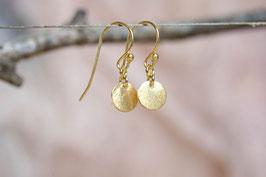 Ohrringe mit goldenen Plättchen- mattierte Oberfläche