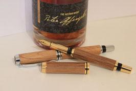 Handgefertigte Füllfeder aus einem Whiskyfass