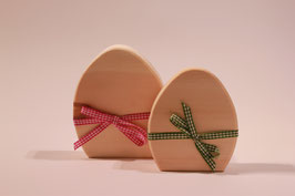 Osterei aus Zirbenholz mit Mascherl