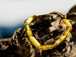 Bernsteinkette aus länglichen und facettierten Perlen