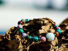 Armband, Jaspis (bunt) mit Jadekugel und Hämatin-Ringen