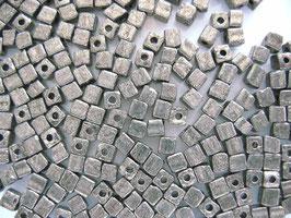 100 Stück Metallicwürfel 3,4 mm platin