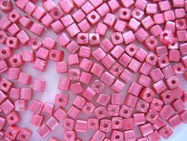 100 Stück Metallicwürfel 3,4 mm rosa