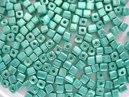 100 Stück Metallicwürfel 3,4 mm grün