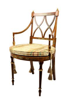 Poltrona e divano in legno decorato a mano