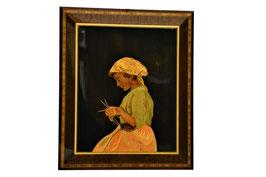 Quadro intarsiato donna che cuce