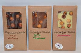 Tafel Schokolade mit ganzen Haselnüssen