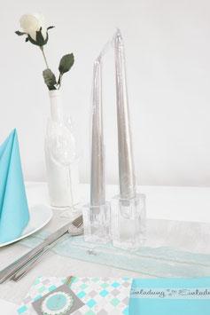 Kerzen und Kerzenständer