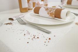 Tischläufer und Steine