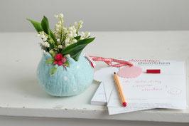 Filzkörbchen hellblau mit Rosen und silbernem Reh