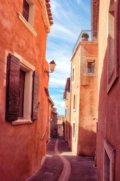 Une ruelle de Roussillon par Mateo Brigande