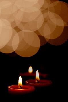 À la lueur des bougies par Mateo Brigande