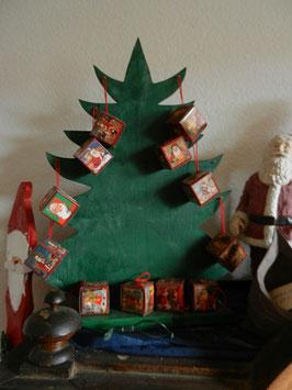 Tannenbaum mit Geschenkpäckchen 24