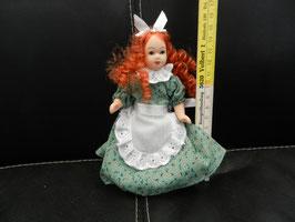 """Puppe """"Mädchen mit grünem Kleid"""""""
