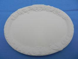 Teller oval mit Verzierung
