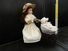 """Puppe """"Frau mit Kinderwagen"""""""