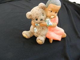 Mädchen mit Bär