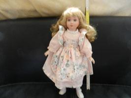 """Puppe """"Mädchen mit rosa Blumenkleid"""""""