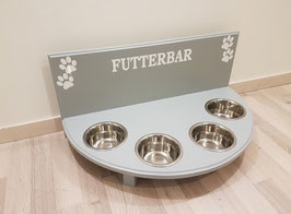 Futterbar / Napfbar mit 4 Näpfen, in lichtgrau, halbrund, mit Rückwand, 350 ml, 4x Pfote