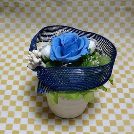 リボンで巻くブルーのバラ