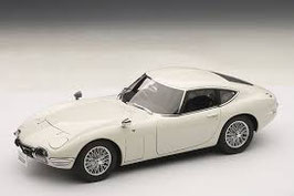 1967 Toyota 2000 GT Coupe with spoke wheels white 1:18