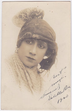 Estelle Rose. Comedienne. Signed postcard