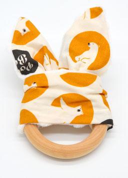 Greifling aus Holz und Stoff - orange mit Eisbär