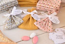 Pochon dragées rose et gris éventail/ jaune moutarde / sachet dragées à personnaliser avec étiquettes