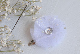 Barrette baptême fleur tulle blanc argenté paillette strass