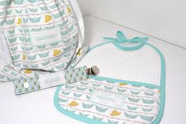 cadeau de naissance ensemble mint bateau origami personnalisé avec broderie bébé garçon