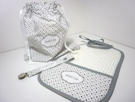 bavoir à poche et attache tétine pochon broderie prénom cadeau de naissance personnalisé bébé garçon, ensemble gris blanc