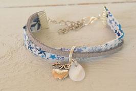 Bracelet enfant fille tissu liberty adelajda bleu/breloque pomme d'amour et nacre /idée cadeau anniversaire