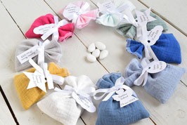 Pochons dragées en double gaze de coton avec étiquettes personnalisées - Plusieurs coloris au choix- Cadeaux invités baptême mariage cérémonie
