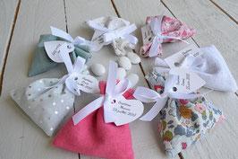 Pochon dragées liberty baptême mariage sachet tissu avec étiquettes personnalisées