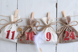 Calendrier de l'avent Noël artisanale et réutilisable en tissu rouge beige doré paillette