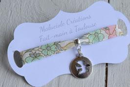 Bracelet médaillon Colombe liberty poppy and daisy pastel  pour baptême, communion, confirmation